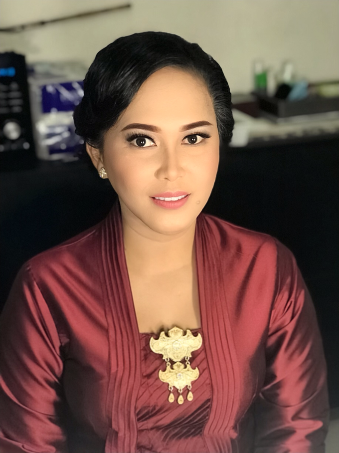Makeup n hair do for Mrs Fitri by Sweetie bridal - 001