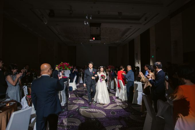Wedding Day of Sylvie and Shun at The Westin Singapore Hotel Actual Day Photography by L'Excellence Diamond - 006