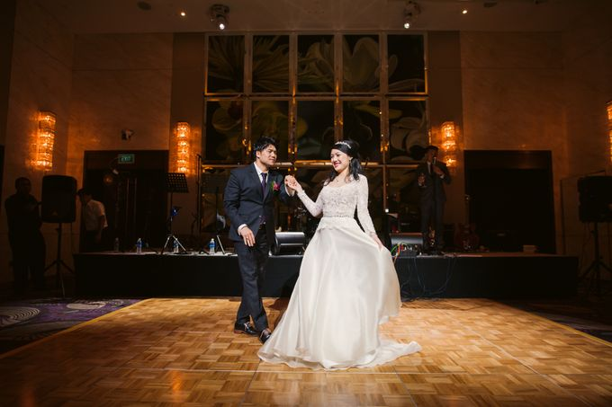 Wedding Day of Sylvie and Shun at The Westin Singapore Hotel Actual Day Photography by L'Excellence Diamond - 011