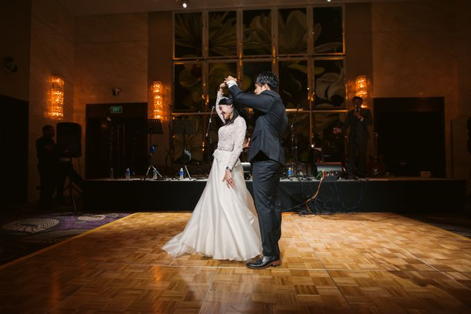Wedding Day of Sylvie and Shun at The Westin Singapore Hotel Actual Day Photography by L'Excellence Diamond - 013