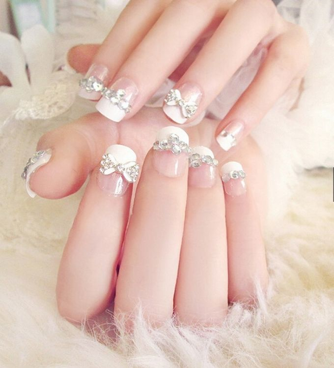nail art- 24 pcs kuku palsu dengan warna putih dan taburan permata imitasi by Triwindu shop - 001