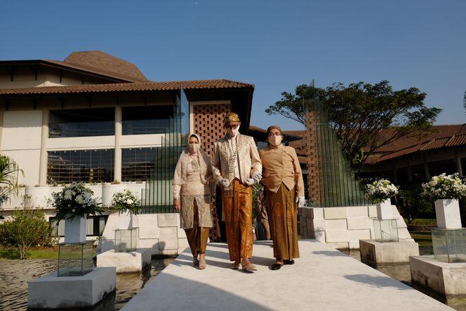 100820 | Wedding | Willy & Tia Singhasari Batu by taleofamor - 019