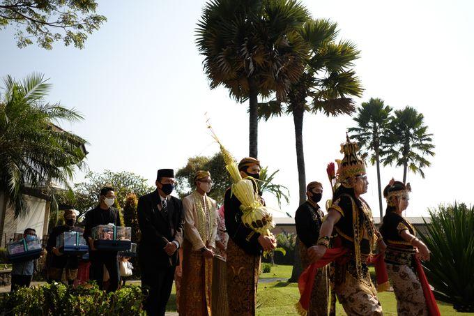 100820 | Wedding | Willy & Tia Singhasari Batu by taleofamor - 030