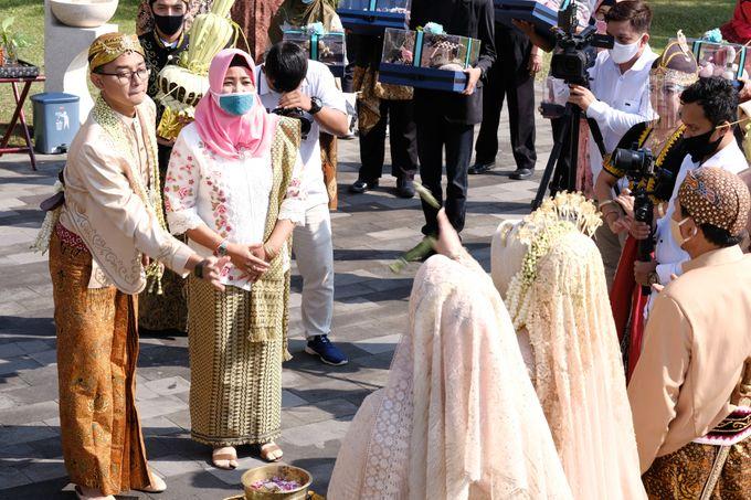 100820 | Wedding | Willy & Tia Singhasari Batu by taleofamor - 032