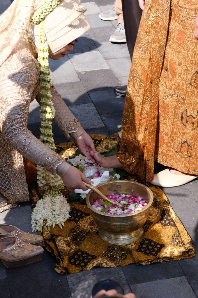 100820 | Wedding | Willy & Tia Singhasari Batu by taleofamor - 035