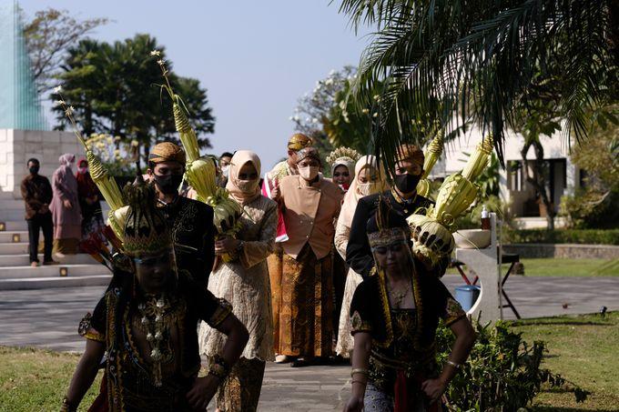 100820 | Wedding | Willy & Tia Singhasari Batu by taleofamor - 036