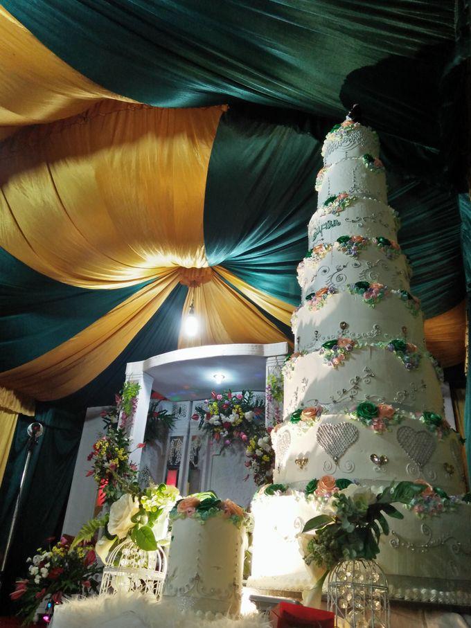 Wedding Cake Full Buttercream Flower by Uci Bakery - 005