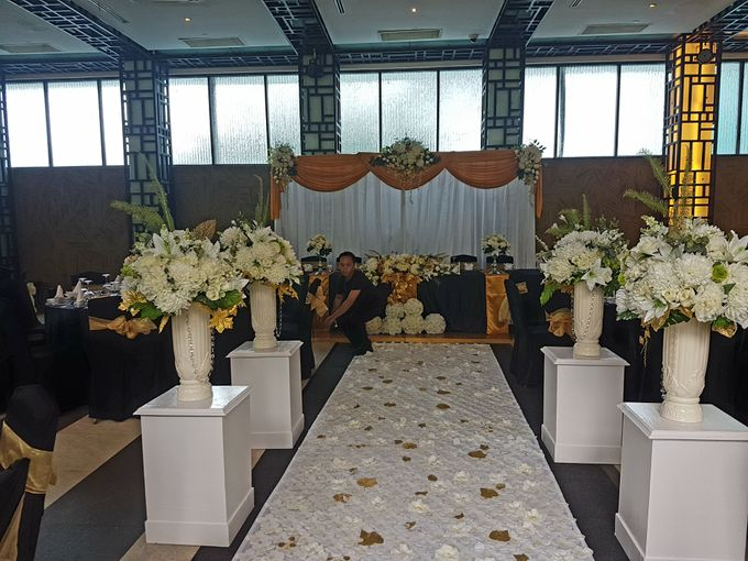 Dr Mayo and Viola Wedding at Satoo Shangrila Jakarta by Maxwell Flowers - 010