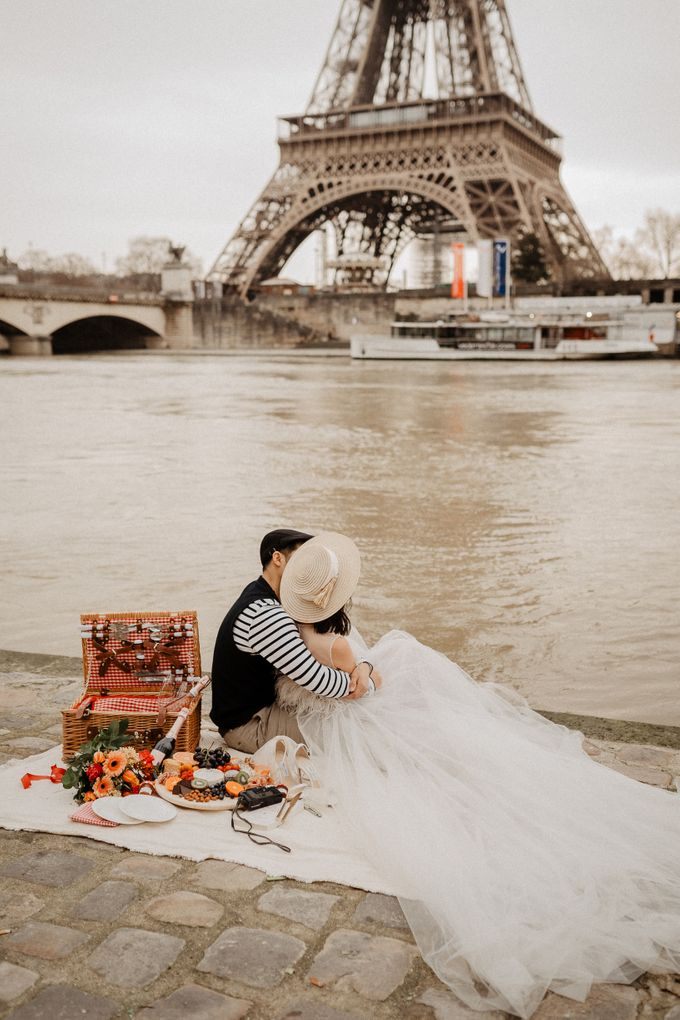 Pre-wedding in Paris by Through The Glass Paris - 002
