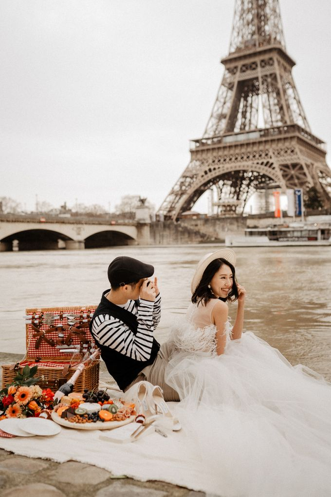 Pre-wedding in Paris by Through The Glass Paris - 001