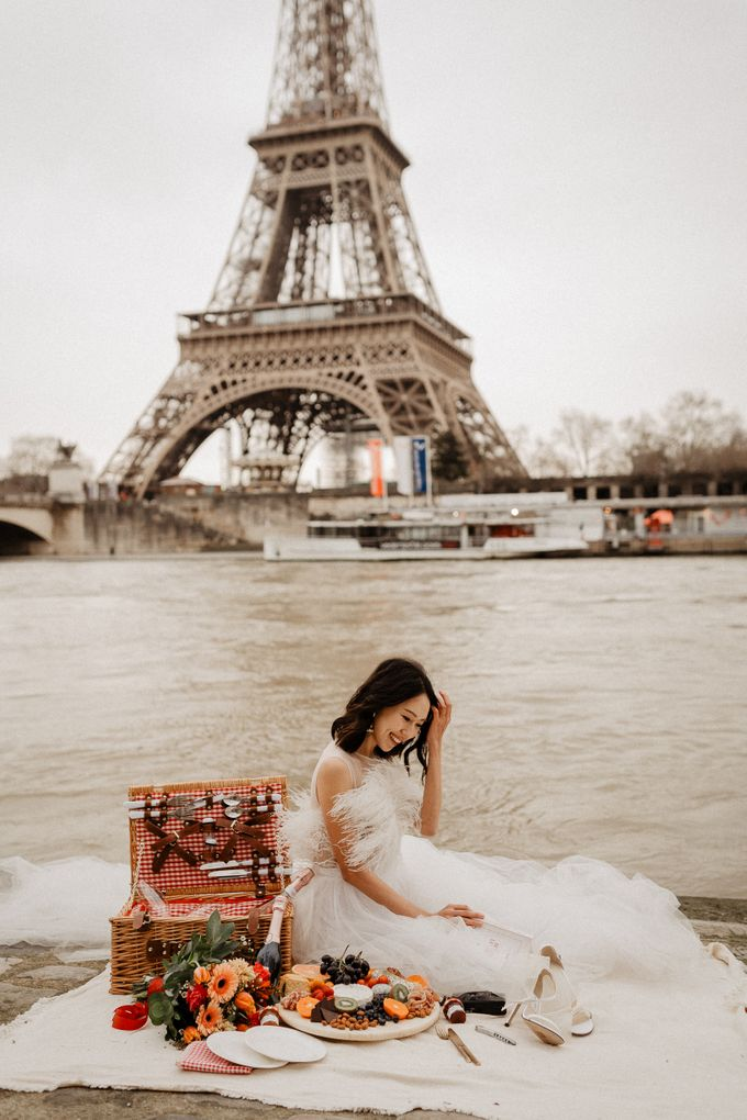 Pre-wedding in Paris by Through The Glass Paris - 012