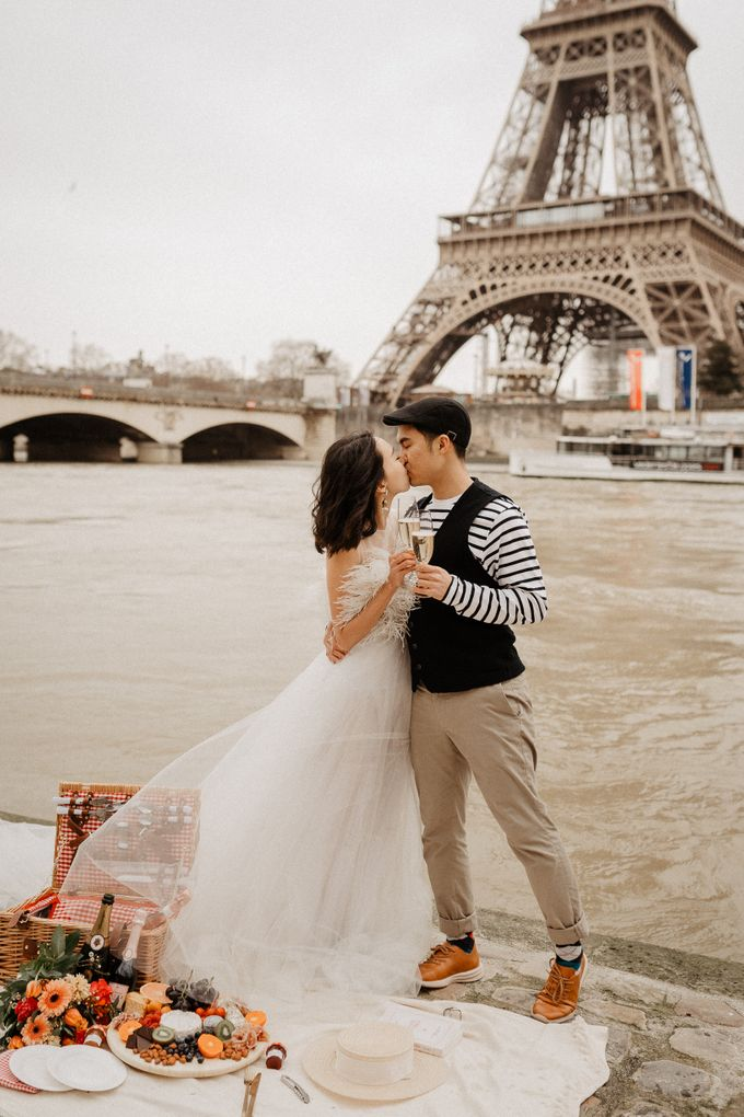 Pre-wedding in Paris by Through The Glass Paris - 005