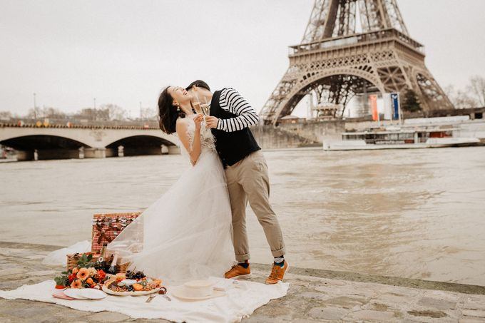 Pre-wedding in Paris by Through The Glass Paris - 010