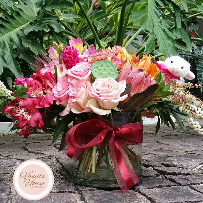 Table Floral Arrangement by Vanilla House Creations - 001