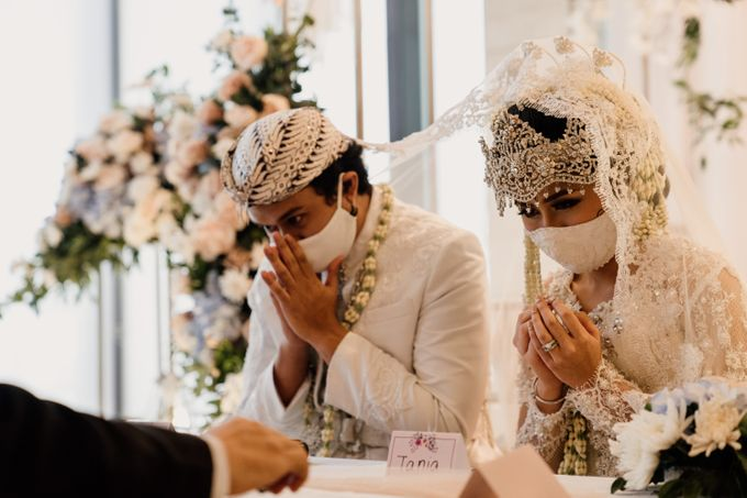Tania & Irfan Wedding at JS Luwansa Hotel Jakarta by AKSA Creative - 014