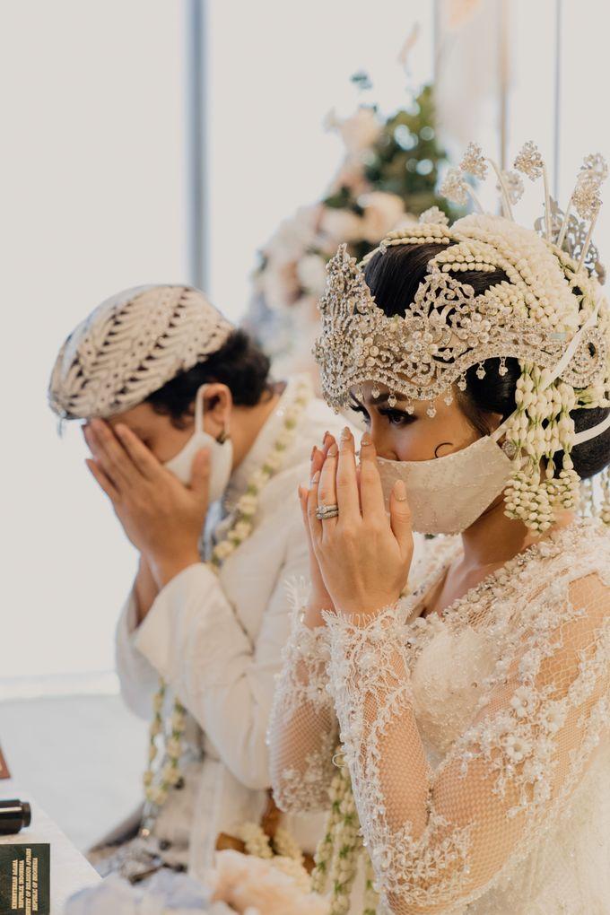 Tania & Irfan Wedding at JS Luwansa Hotel Jakarta by AKSA Creative - 013