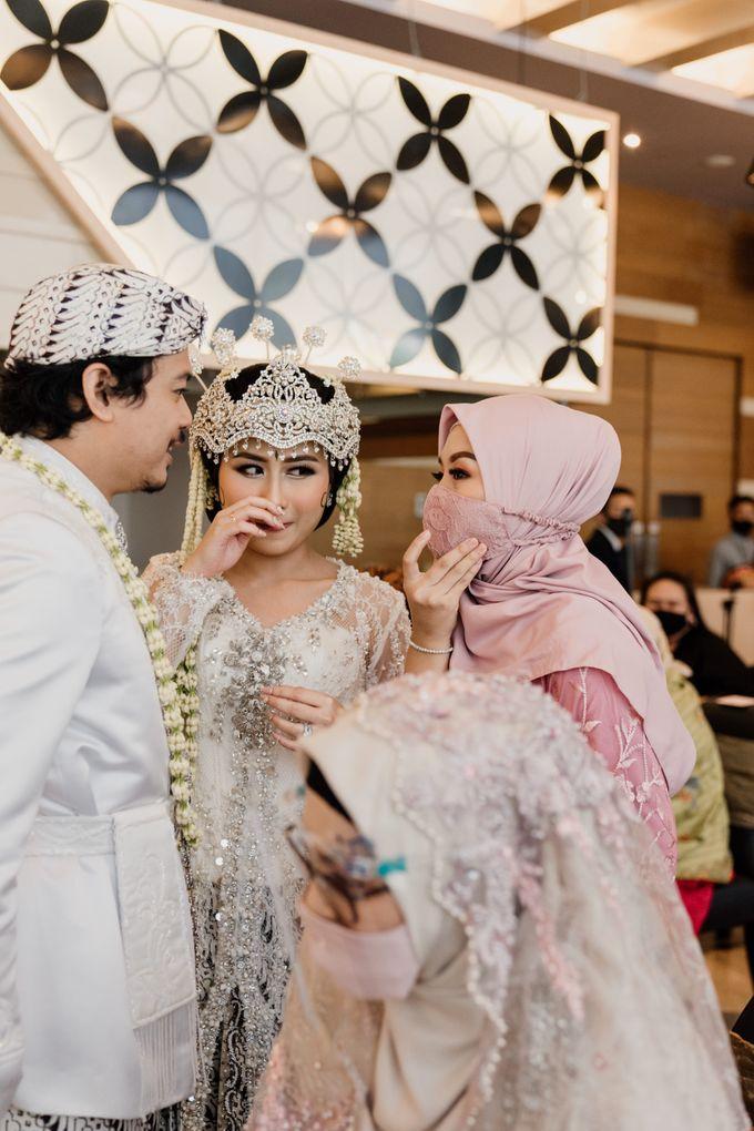 Tania & Irfan Wedding at JS Luwansa Hotel Jakarta by AKSA Creative - 016