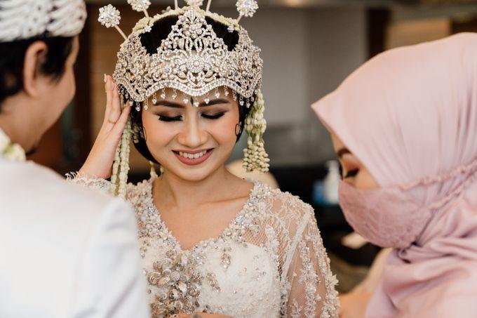 Tania & Irfan Wedding at JS Luwansa Hotel Jakarta by AKSA Creative - 015