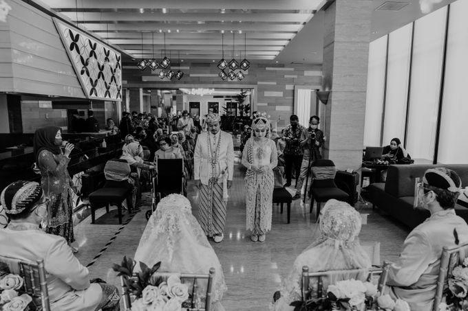 Tania & Irfan Wedding at JS Luwansa Hotel Jakarta by AKSA Creative - 017