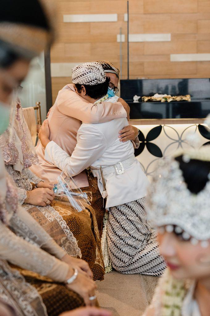 Tania & Irfan Wedding at JS Luwansa Hotel Jakarta by AKSA Creative - 019