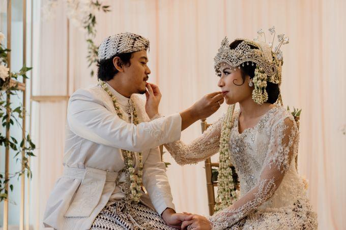 Tania & Irfan Wedding at JS Luwansa Hotel Jakarta by AKSA Creative - 020