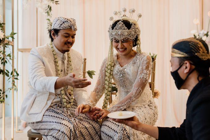 Tania & Irfan Wedding at JS Luwansa Hotel Jakarta by AKSA Creative - 022