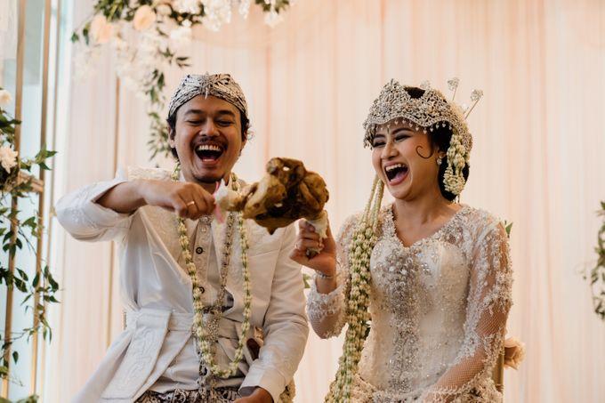 Tania & Irfan Wedding at JS Luwansa Hotel Jakarta by AKSA Creative - 023