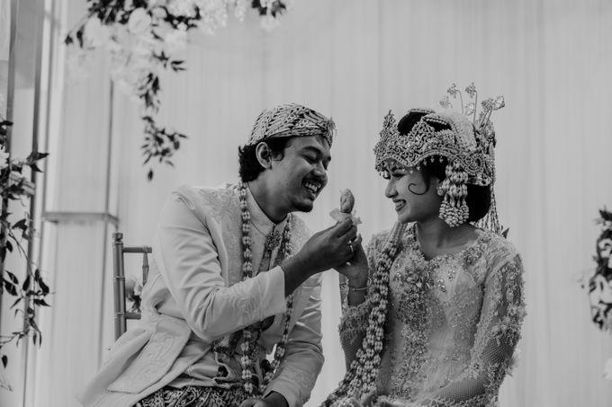 Tania & Irfan Wedding at JS Luwansa Hotel Jakarta by AKSA Creative - 024