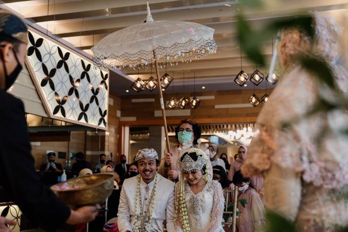 Tania & Irfan Wedding at JS Luwansa Hotel Jakarta by AKSA Creative - 026