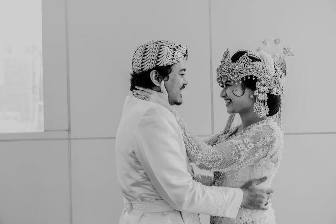 Tania & Irfan Wedding at JS Luwansa Hotel Jakarta by AKSA Creative - 031