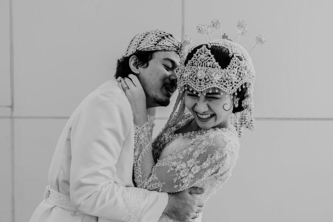 Tania & Irfan Wedding at JS Luwansa Hotel Jakarta by AKSA Creative - 032