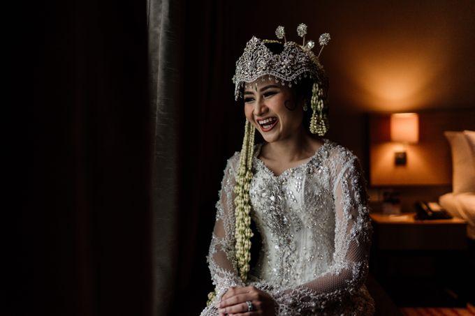 Tania & Irfan Wedding at JS Luwansa Hotel Jakarta by AKSA Creative - 008