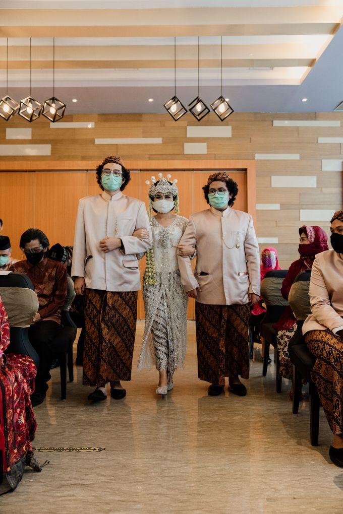 Tania & Irfan Wedding at JS Luwansa Hotel Jakarta by AKSA Creative - 012