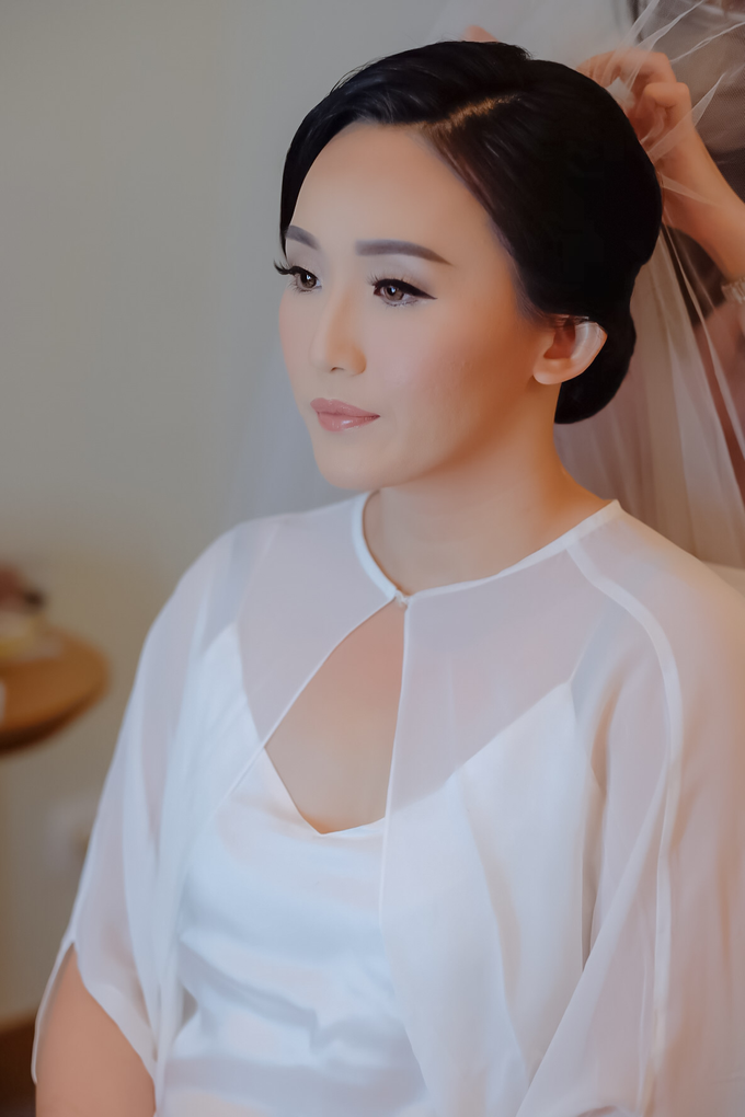 wedding makeup n hairdo for ariyanti by tanmell makeup - 001