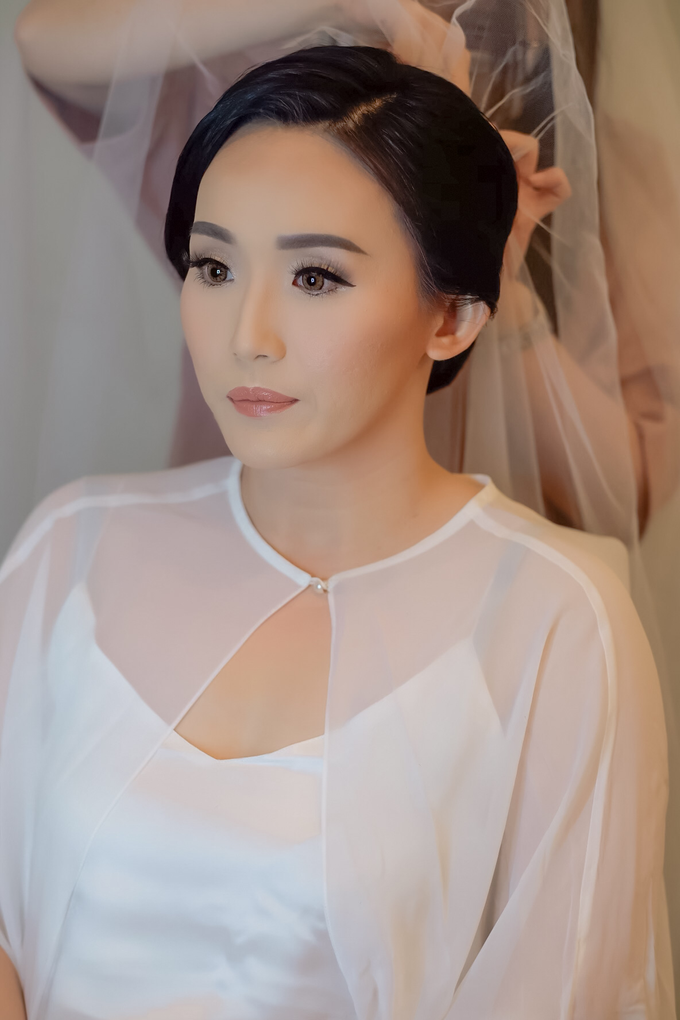 wedding makeup n hairdo for ariyanti by tanmell makeup - 003