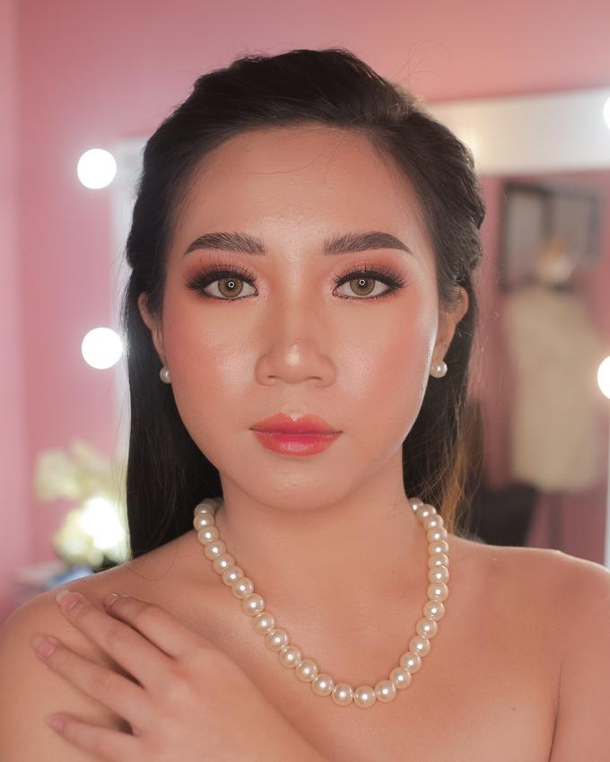 Bride by Tari Yuliana Makeup Hair - 002