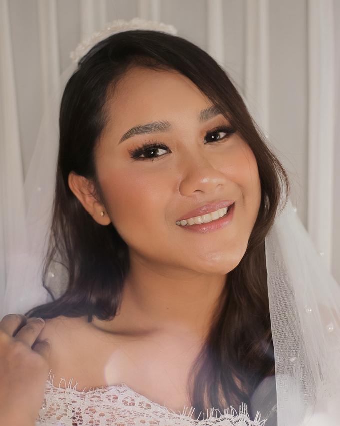 Bride by Tari Yuliana Makeup Hair - 007
