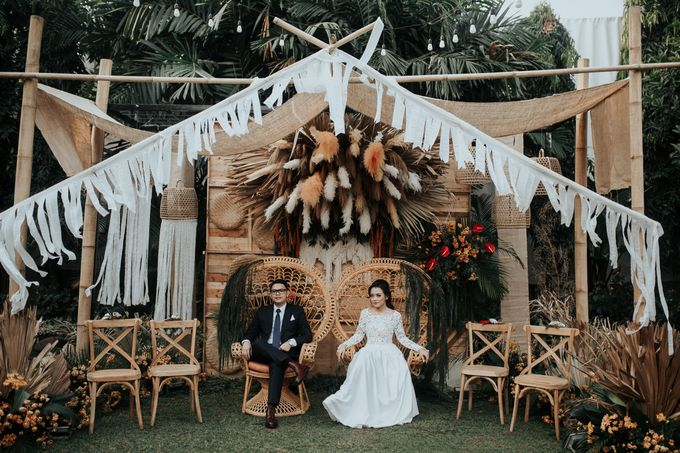 The Wedding of Tati & Wira at Taman Kajoe by La Oficio Entertainment - 008