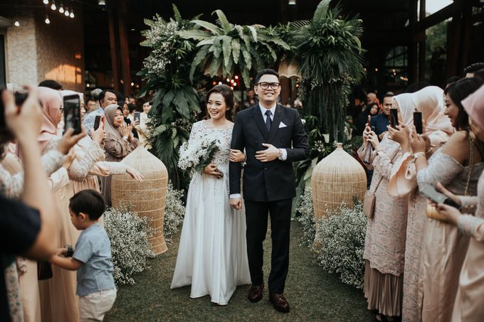 The Wedding of Tati & Wira at Taman Kajoe by La Oficio Entertainment - 009