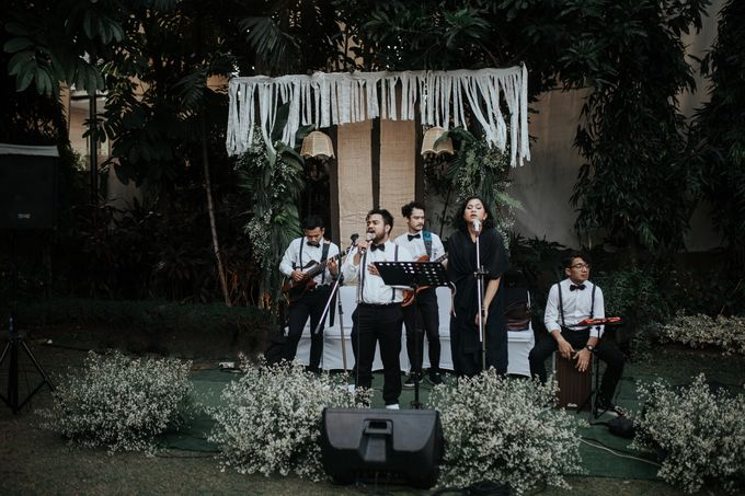 The Wedding of Tati & Wira at Taman Kajoe by La Oficio Entertainment - 003