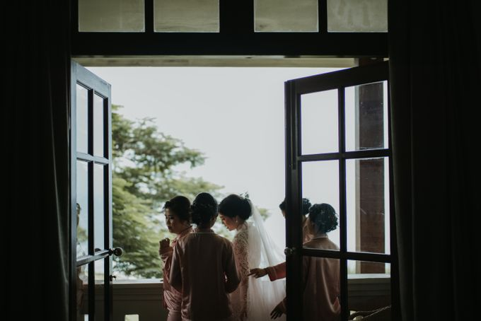 Andy & Tiffenie Wedding at The Cliffside Private Villa - Morning part 1 by Vilia Wedding Planner - 012