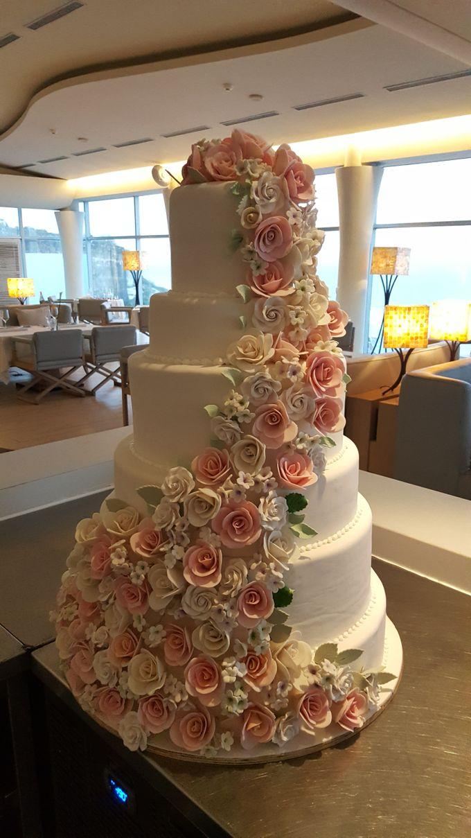 Cascading Elegant Flower By Sugaria Cake Bridestory Com