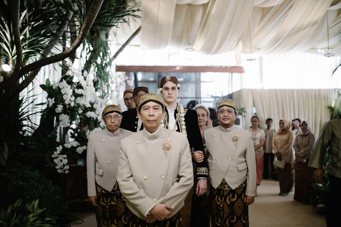 A WEDDING AT PONDOK INDAH by AIRY - 009