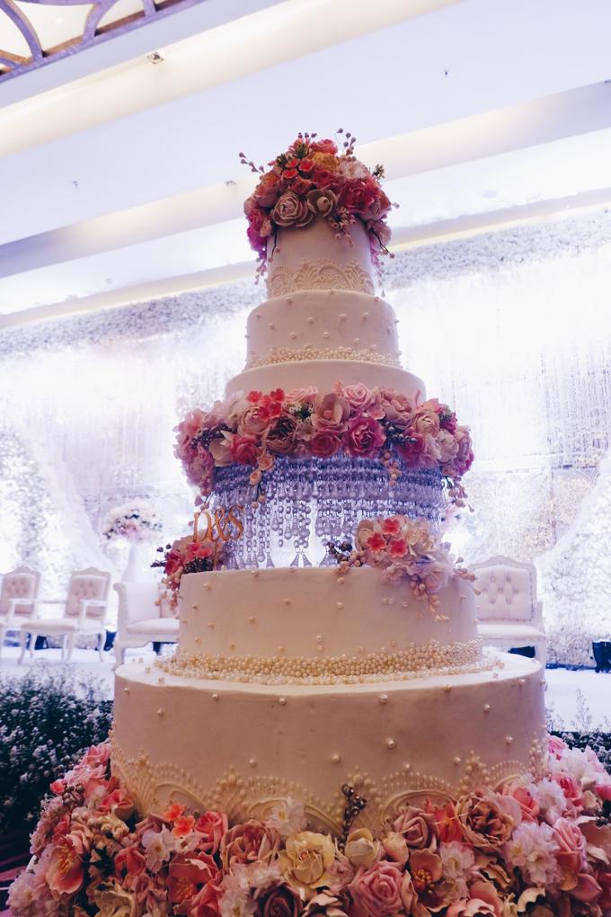 Santika Premiere Hotel (Dewo & Silvia Wedding) by The Red Carpet Entertainment - 011