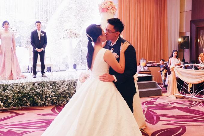 Santika Premiere Hotel (Dewo & Silvia Wedding) by The Red Carpet Entertainment - 012