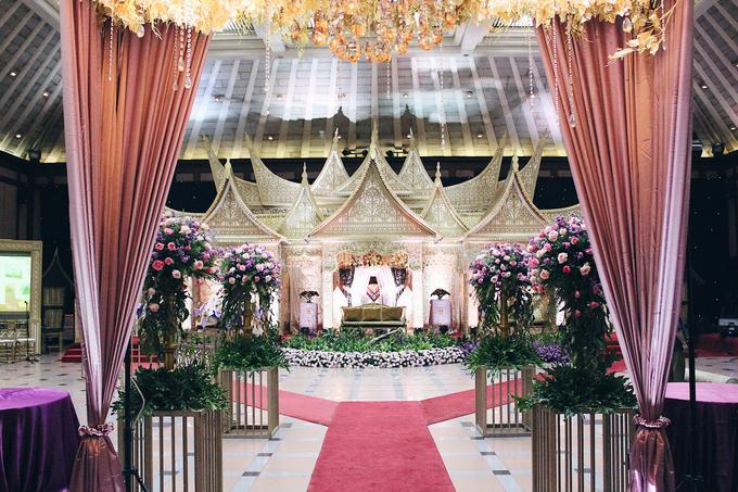 Gedung Pewayangan TMII (Andin & Aqsa Wedding) by The Red Carpet Entertainment - 005