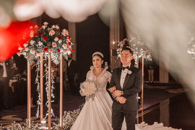 Raffles Hotel Jakarta (Andre & Indri Wedding) by The Red Carpet Entertainment - 003