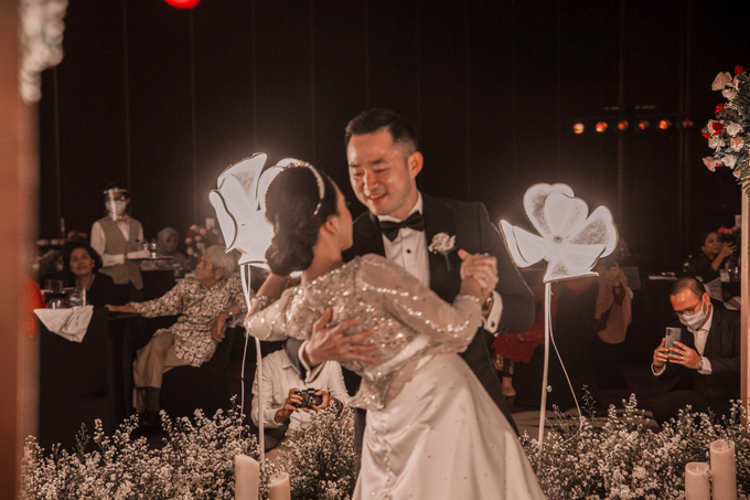 Raffles Hotel Jakarta (Andre & Indri Wedding) by The Red Carpet Entertainment - 006