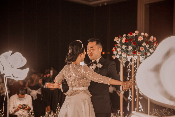 Raffles Hotel Jakarta (Andre & Indri Wedding) by The Red Carpet Entertainment - 007