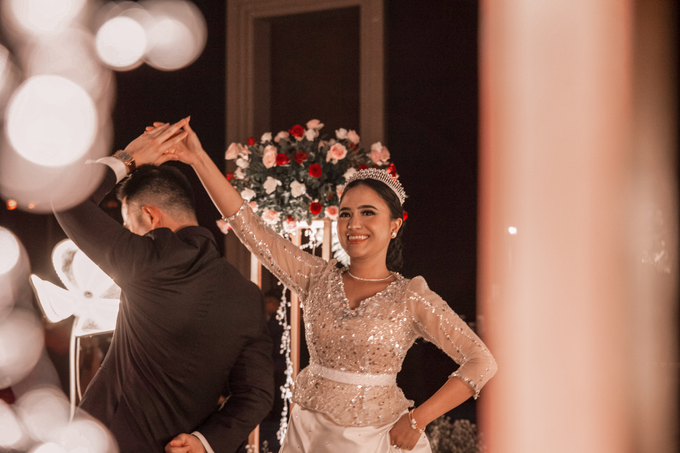 Raffles Hotel Jakarta (Andre & Indri Wedding) by The Red Carpet Entertainment - 008